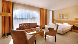 Juniorsuite with balcony - Van der Valk Hotel Barcarola